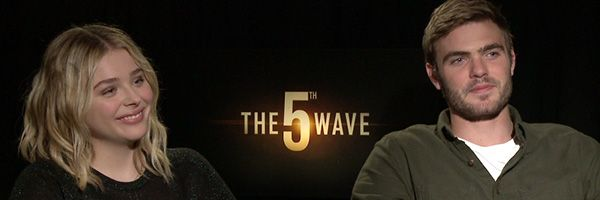 chloe-grace-moretz-alex-roe-the-fifth-wave-interview-slice