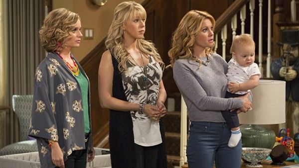 fuller-house-image-candace-cameron-bure-jodie-sweetin-andrea-barber