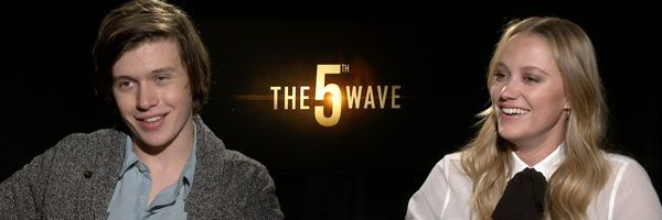 nick-robinson-maika-monroe-the-5th-wave-slice