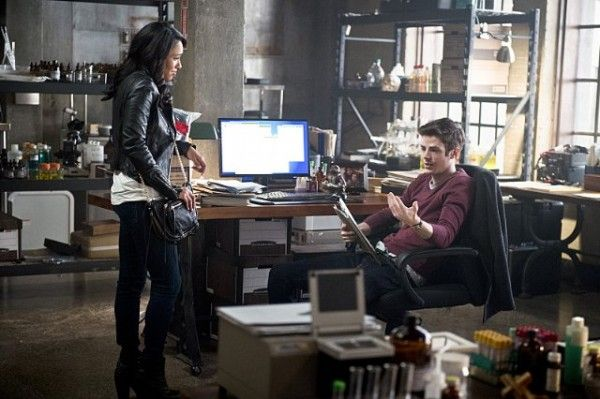 the-flash-image-season-2-episode-11-candice-patton-grant-gustin