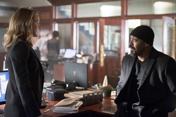 the-flash-image-season-2-episode-11-shantel-vansanten-jesse-l-martin