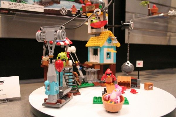 angry-birds-lego-toy-fair-9