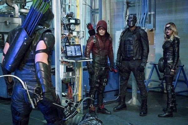 arrow-cast-image-arsenal-spartan-canary-unchained