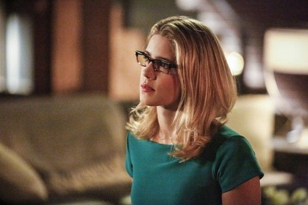 arrow-cast-image-sins-of-the-father-emily-bett-rickards