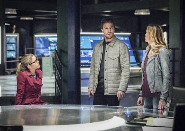 arrow-cast-image-sins-of-the-father-emily-bett-rickards-stephen-amell-katie-cassidy