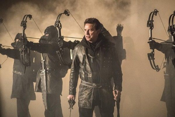 arrow-cast-image-sins-of-the-father-john-barrowman