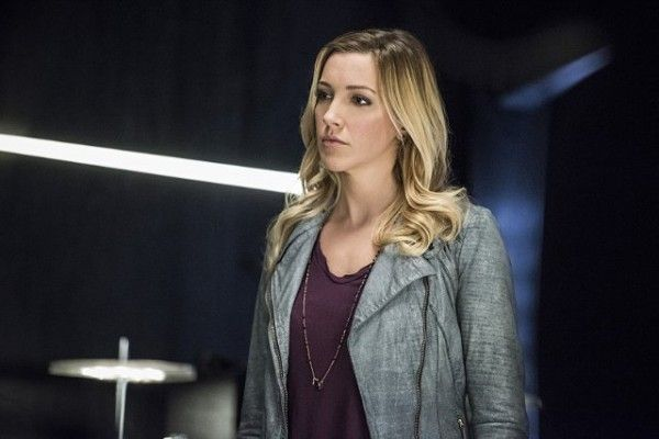 arrow-cast-image-sins-of-the-father-katie-cassidy