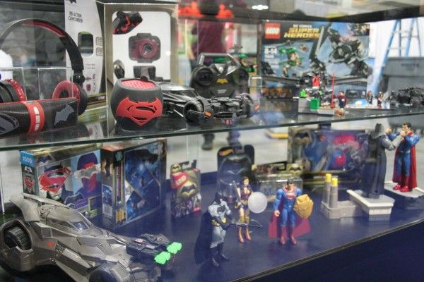 batman-v-superman-display-toy-fair