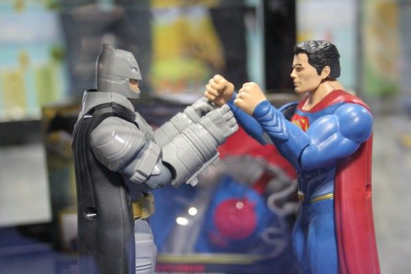 batman-v-superman-toy