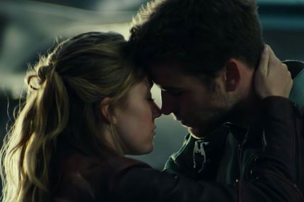 independence-day-2-liam-hemsworth-maika-monroe
