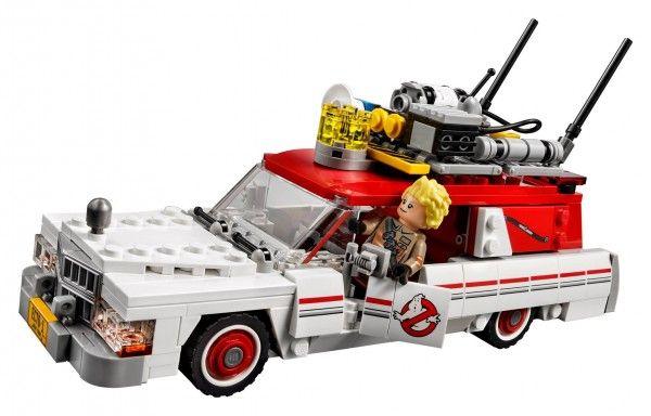 lego-ghostbusters-ecto-1-kate-mckinnon