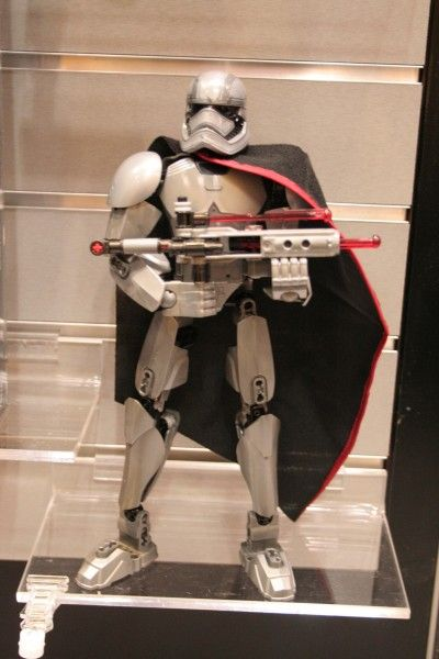 star-wars-the-force-awakens-lego-toy-fair-captain-phasma
