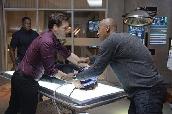 supergirl-image-for-the-girl-who-has-everything-peter-facinelli-mehcad-brooks-david-harewood