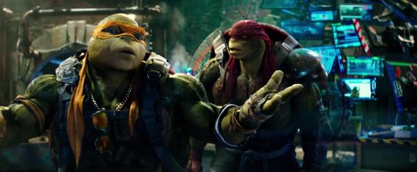 teenage-mutant-ninja-turtles-2-image-michelangelo-raphael