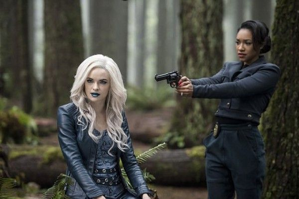 the-flash-killer-frost-iris-west-escape-from-earth-2-image