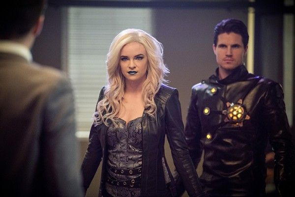 the-flash-killer-frost-welcome-to-earth-2
