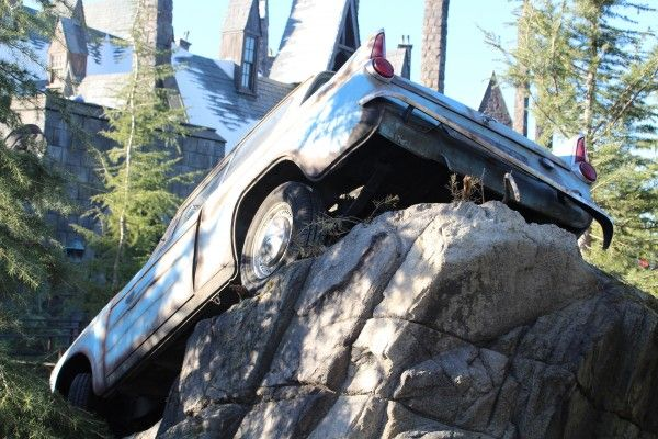 wizarding-world-of-harry-potter-flying-car-6