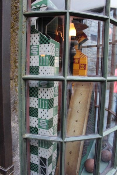 wizarding-world-of-harry-potter-hogsmeade-11