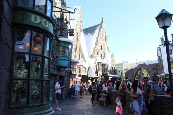 wizarding-world-of-harry-potter-hogsmeade-3
