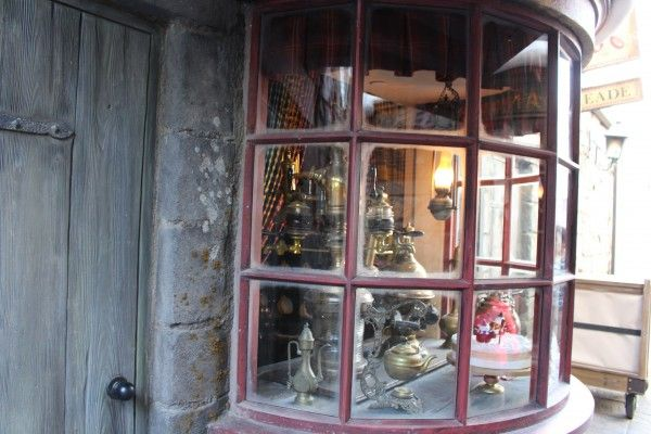wizarding-world-of-harry-potter-hogsmeade-9
