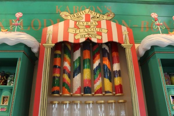 wizarding-world-of-harry-potter-honeydukes-12