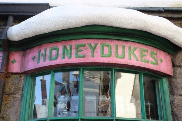 wizarding-world-of-harry-potter-honeydukes-15