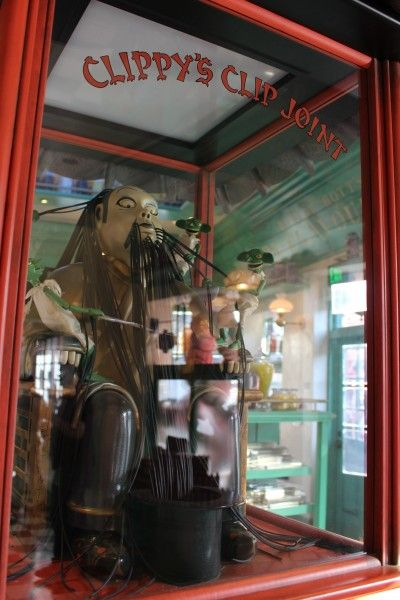 wizarding-world-of-harry-potter-honeydukes-20