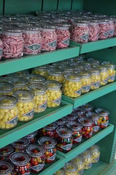 wizarding-world-of-harry-potter-honeydukes-26