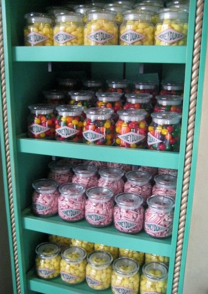 wizarding-world-of-harry-potter-honeydukes-3