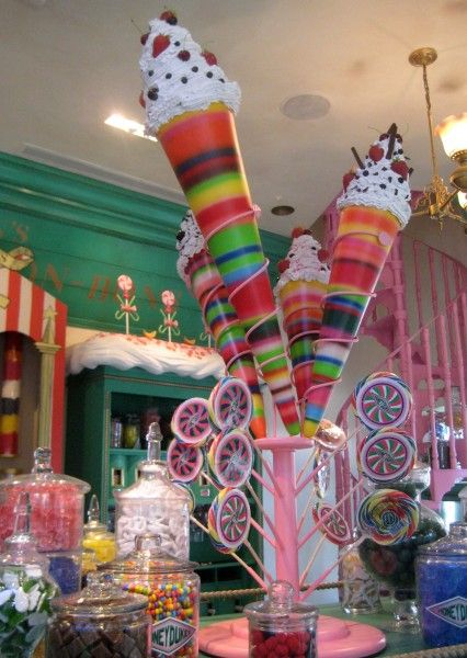 wizarding-world-of-harry-potter-honeydukes-4