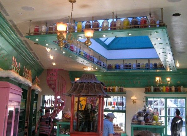 wizarding-world-of-harry-potter-honeydukes-6