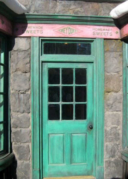 wizarding-world-of-harry-potter-honeydukes-7