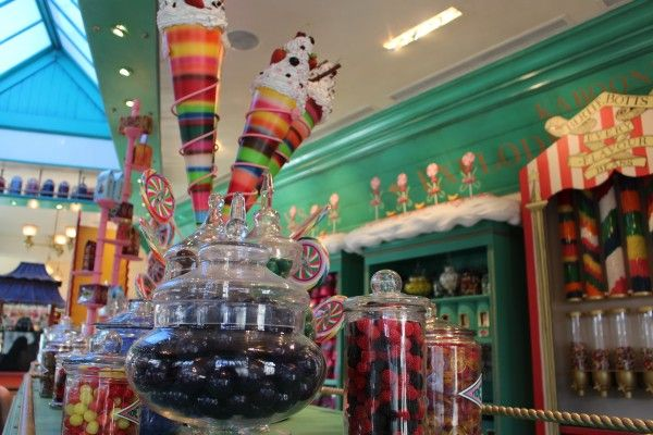 wizarding-world-of-harry-potter-honeydukes-9