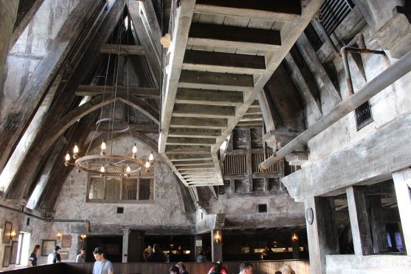 wizarding-world-of-harry-potter-three-broomsticks-10