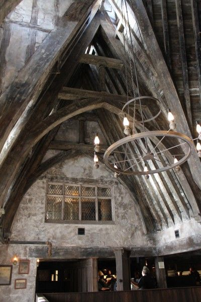 wizarding-world-of-harry-potter-three-broomsticks-13