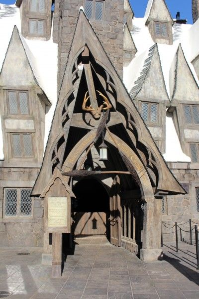 wizarding-world-of-harry-potter-three-broomsticks-17