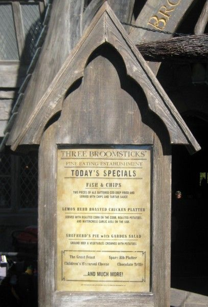 wizarding-world-of-harry-potter-three-broomsticks-9