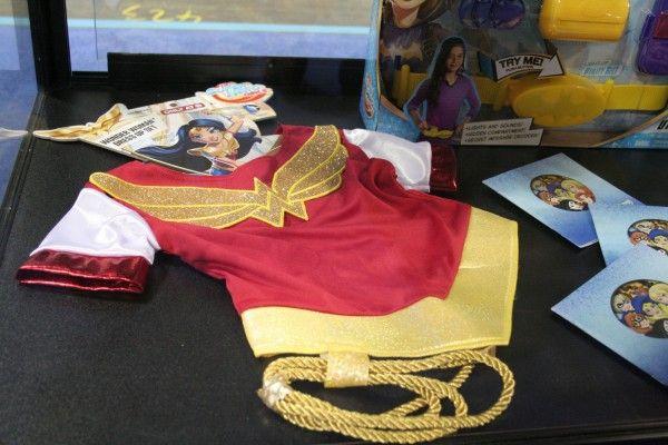 wonder-woman-costume-toy-fair