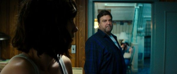 10-cloverfield-lane-john-goodman-image