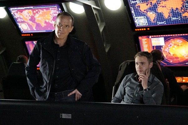 agents-of-shield-season-3-parting-shot-image-3