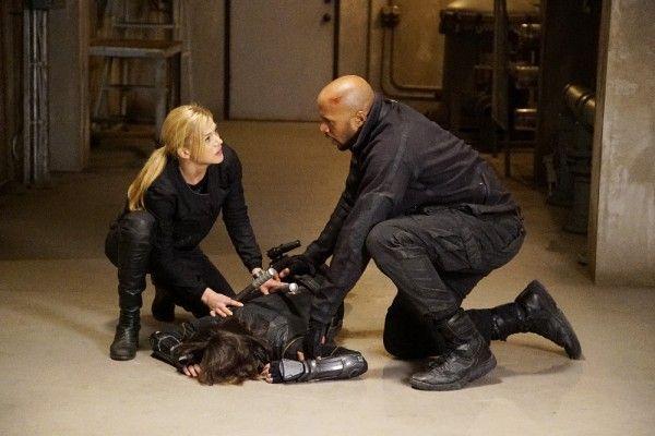 agents-of-shield-season-3-parting-shot-image-5