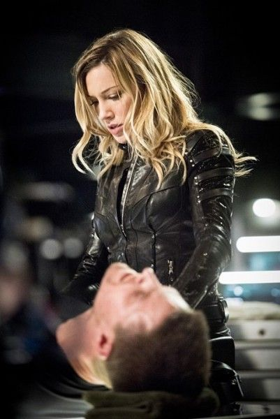 arrow-beacon-of-hope-katie-cassidy-stephen-amell