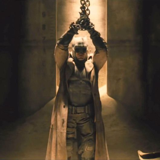 best-batman-costume-ben-affleck-desert