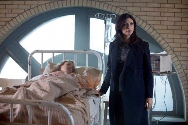 gotham-morena-baccarin-image-a-dead-man-feels-no-cold