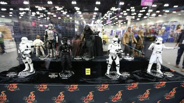 sideshow-collectibles-wondercon-booth (12)