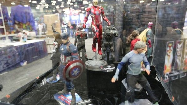 sideshow-collectibles-wondercon-booth (14)