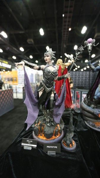 sideshow-collectibles-wondercon-booth (2)