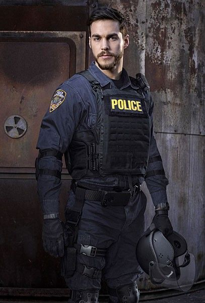 containment-chris-wood-02