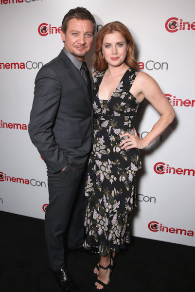 jeremy-renner-amy-adams-story-of-your-life