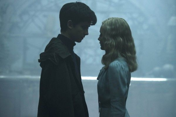 miss-peregrines-home-for-peculiar-children-asa-butterfield-ella-purnell